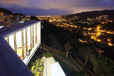 Từ vị trí này các bạn sẽ có view rất đẹp ra thành phố Barcelona