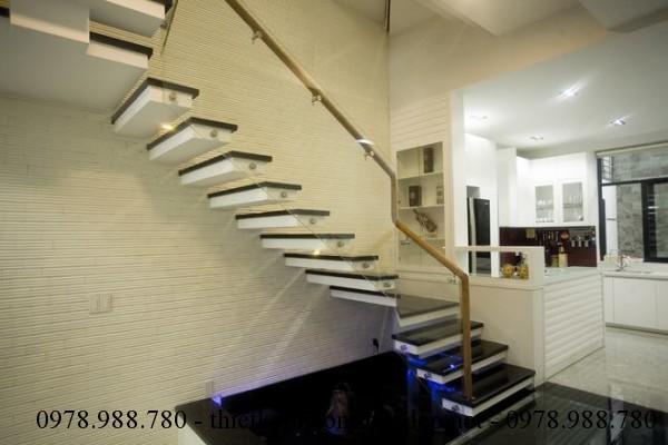 Cầu thang nhà phố 5x12m