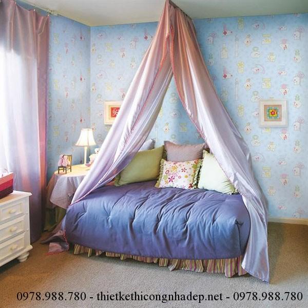 Phòng trẻ em nên sử dụng những giấy dán tường có hình ảnh vui nhộn, màu sắc tươi sáng phù hợp với độ tuổi của trẻ