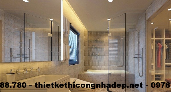 Thiết kế nội thất phòng tắm nằm cạnh phòng thay đồ, tuy nhiên, chúng được ngăn cách bởi cửa kính trong suốt, nên vẫn tạo được không gian mở,