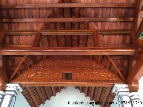 giao giữa mái hậu cung và mái nhà