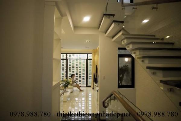 Cầu thang lên tầng nhà phố 5x12m