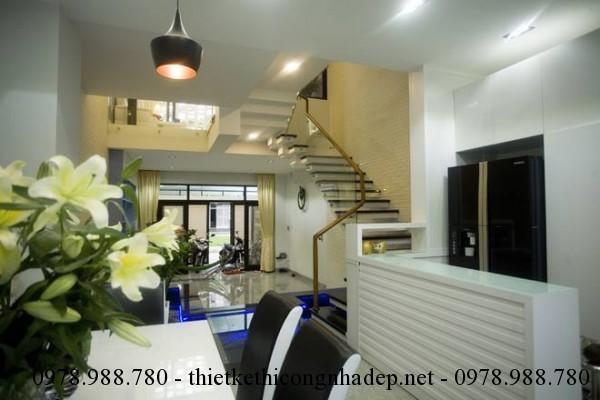 Phòng bếp nhà phố 5x12m