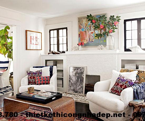 Thiết kế nội thất phòng khách thứ hai này nổi bật với gam màu trắng trang nhã kết hợp với những gam màu cổ điển