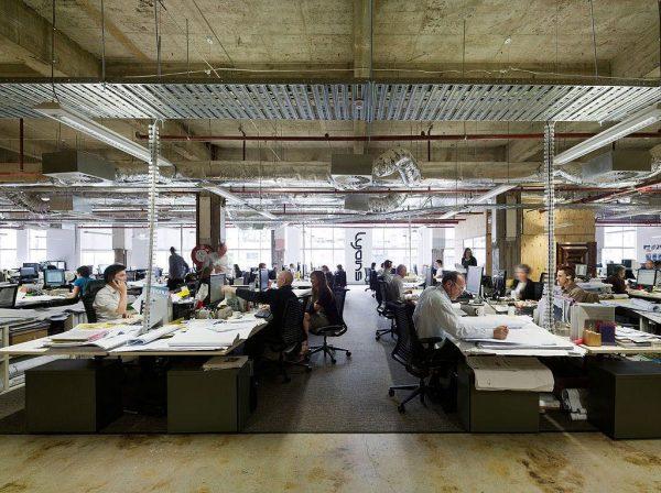 Thiếu sự riêng tư là một trong những nhược điểm của thiết kế văn phòng không gian mở